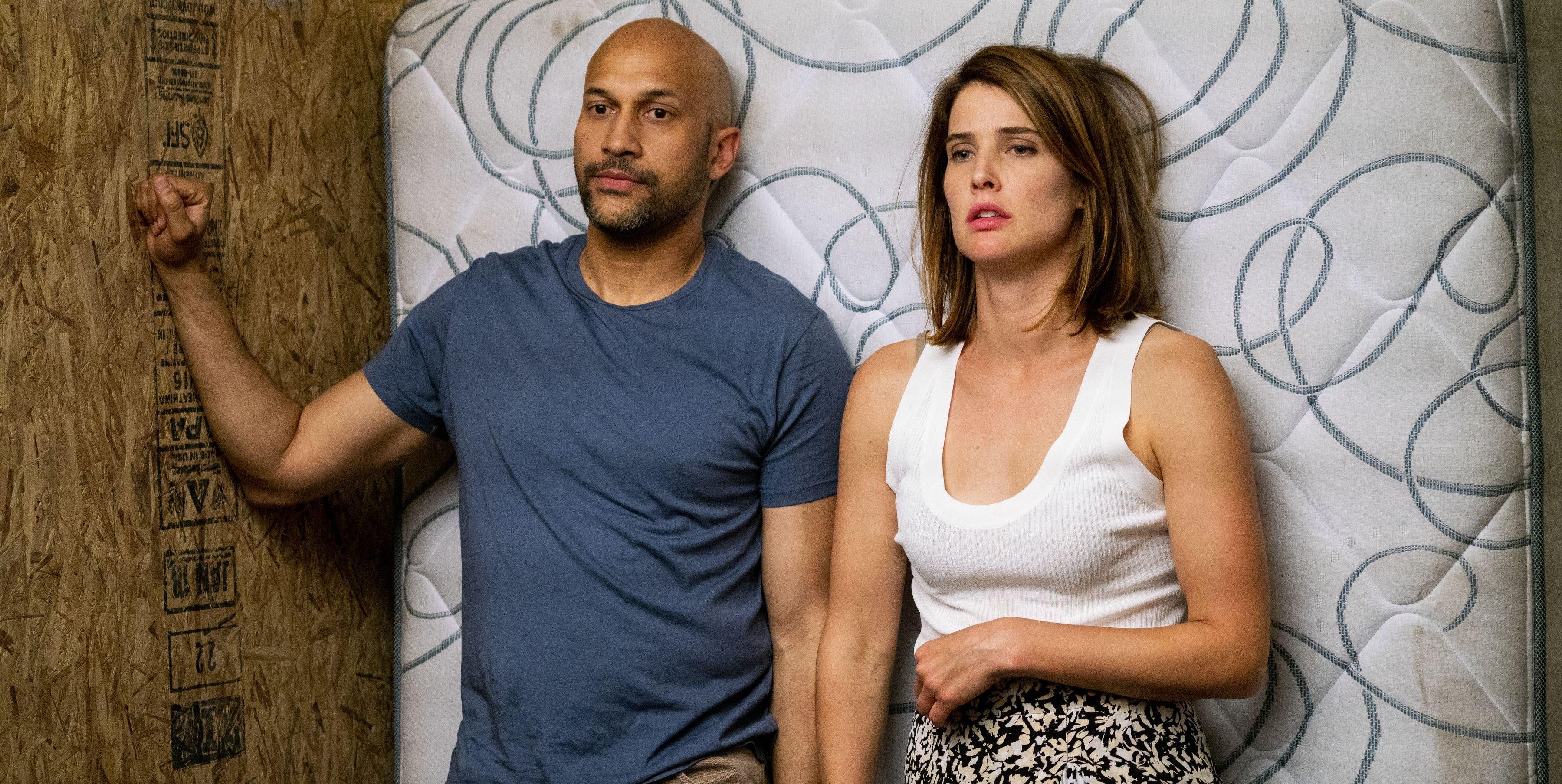 Escena de la segunda temporada de Friends fromCollege, en Netflix. Colbie Smulders y Michael Keagan-Key.