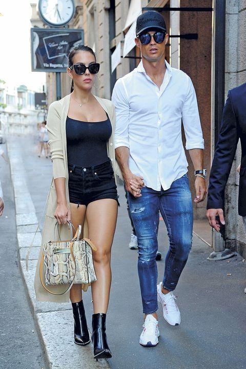 cristiano ronaldo y georgina rodríguez, que se han adaptado de maravilla a su nueva vida en italia, pasearon su particular estilo durante un día de comprasen milán