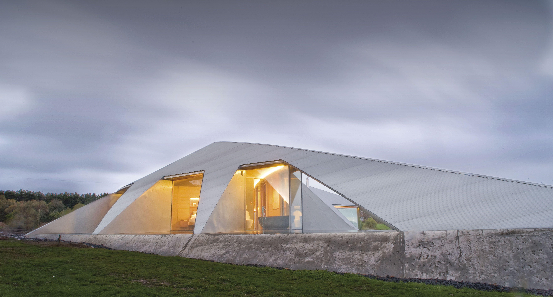 Una casa futurista en armonía con la naturaleza