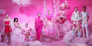 【紐約時裝週】Alice + Olivia 大秀變「網紅打卡牆」!薰衣草田、粉紅雲朵⋯ 還有一整片泰迪熊!alice + olivia by Stacey Bendet Spring 2020 Fashion Presentation
