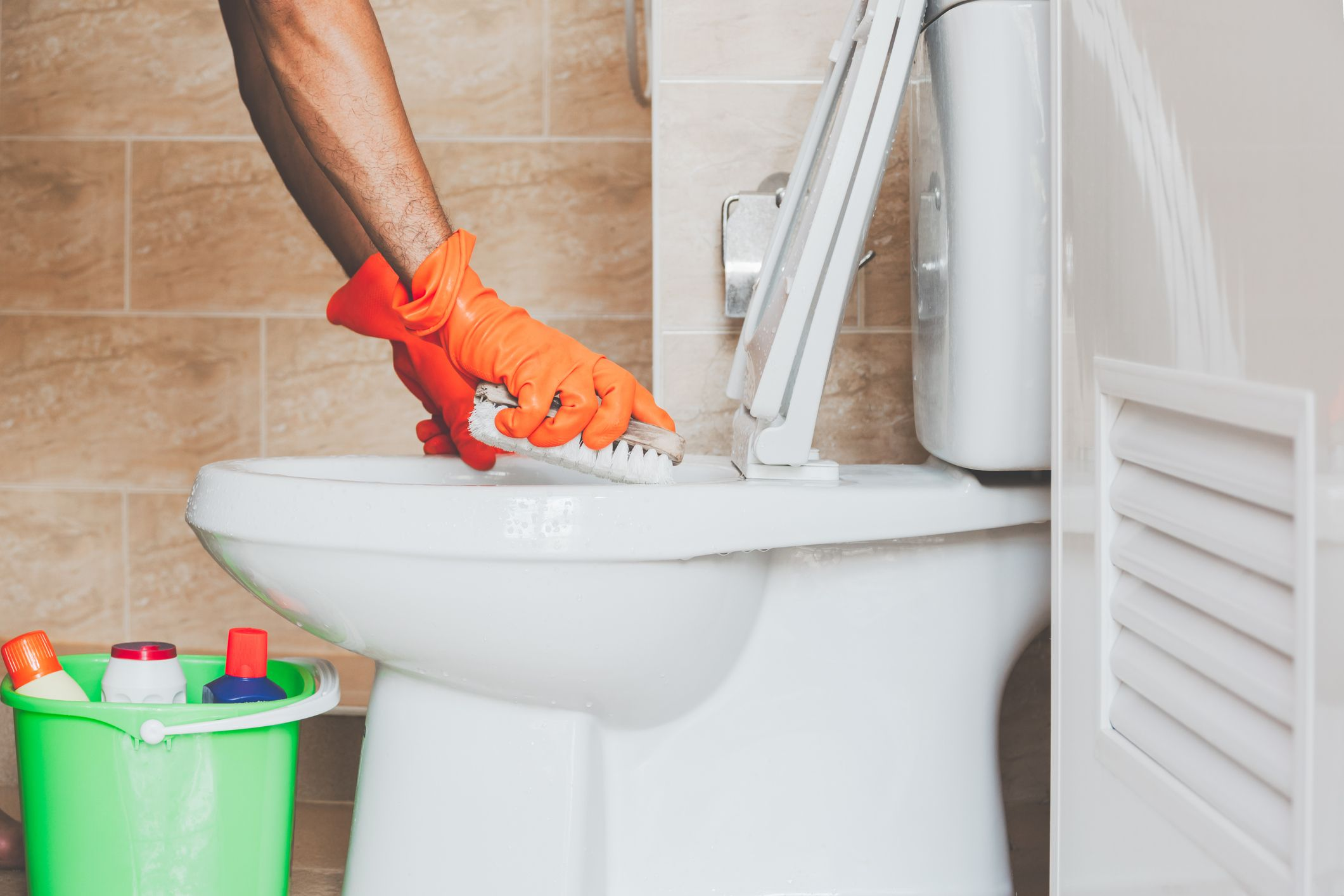 The Easiest Way To Clean Toilet