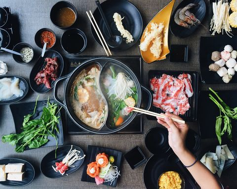 健身教練揭露火鍋吃不胖順序:「菜、海鮮、蛋、肉」連湯底選擇都是關鍵