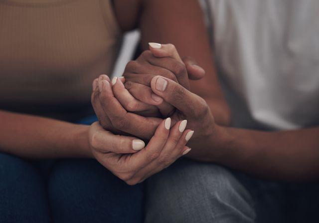 セックスセラピーアプリ『blueheart』の主任研究者兼セラピストであるローラ・ヴァゥアル先生に、カップル&夫婦カウンセリングの基礎知識や通うべき兆候を伺いました。とはいえ、本当にそこまでするべき悩みなのかその境目が難しいところですよね。