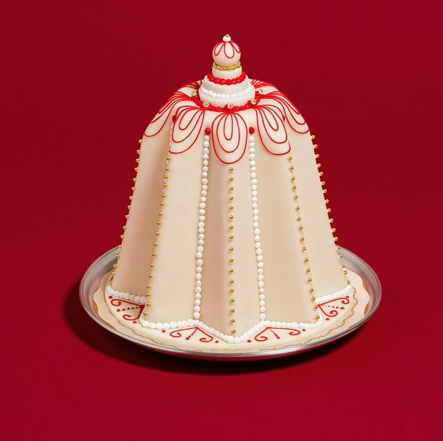 Cake, Cake decorating, Icing, Headgear, Baked goods, Sugar cake, Dessert, Sugar paste, Torte, Holiday ornament,