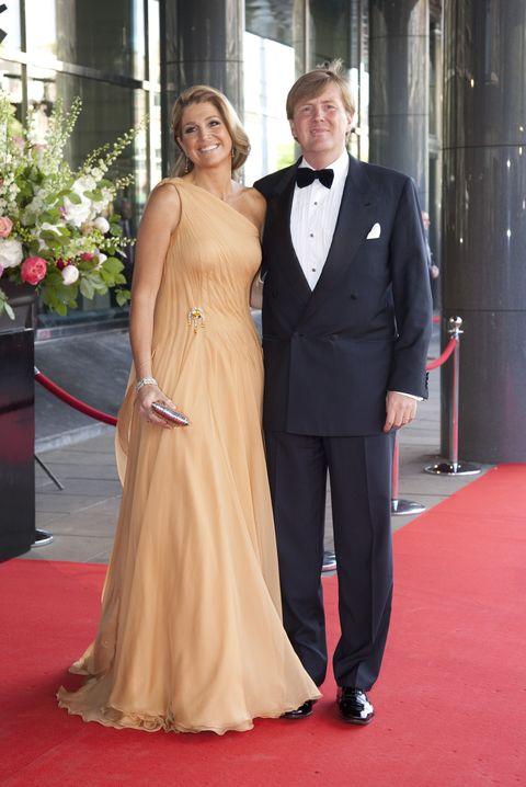 kroonprinses máxima pastel oranje jurk 40ste verjaardag met koning willem alexander