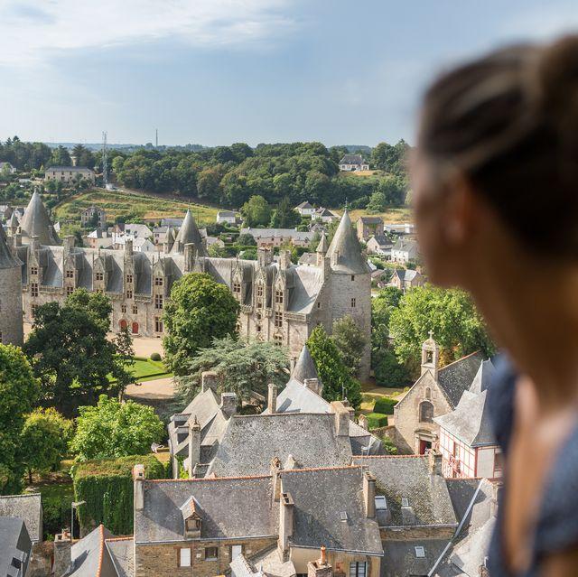 vue du chateau depuis le clocher de la basilique de josselin aout 2016