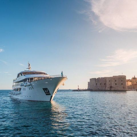 Water transportation, Sky, Boat, Luxury yacht, Cloud, Yacht, Vehicle, Horizon, Sea, Ship,