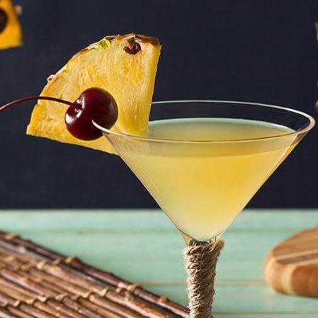Cocktail garnish, Drink, Alcoholic beverage, Harvey wallbanger, Classic cocktail, Cocktail, Food, Sour, Whiskey sour, Non-alcoholic beverage,