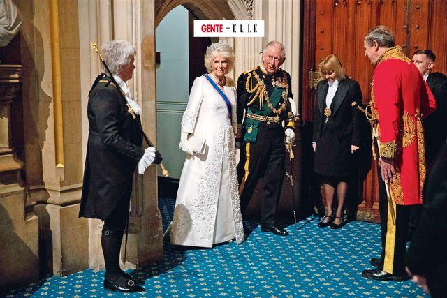 londra, carlo, 72 anni, e la consorte camilla, 74 in uniforme lui e con la tiara della regina madre lei, negli ultimi anni sentono la corona avvicinarsi, ma questo nuovo scandalo potrebbe infrangere i loro progetti