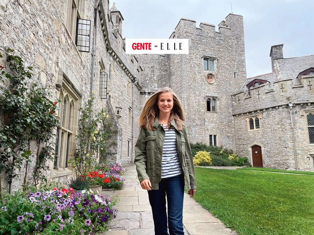 nella foto leonor di spagna, 15 anni, nel cortile del castello di st donat, dove ha sede l'atlantic college