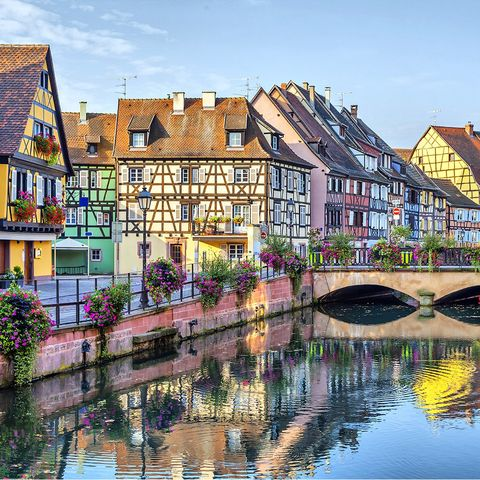 Reflection, Waterway, Canal, Water, Town, Neighbourhood, Architecture, Residential area, Property, Human settlement,