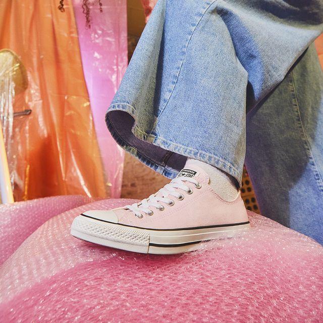 Converse lanza una colección de zapatillas qu eno te quitarás cuando llegue el buen tiempo.