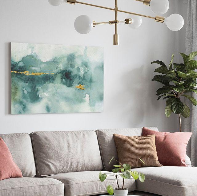 salón decorado con un cuadro de arte abstracto