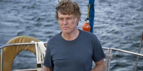 robert redford en 'cuando todo está perdido' manejando el timón de su barco