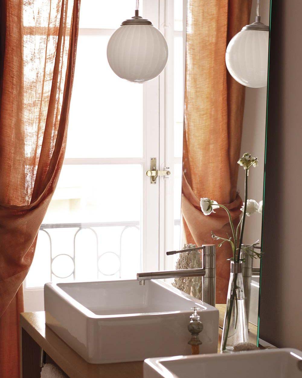 Lámparas: lámpara globo en el baño