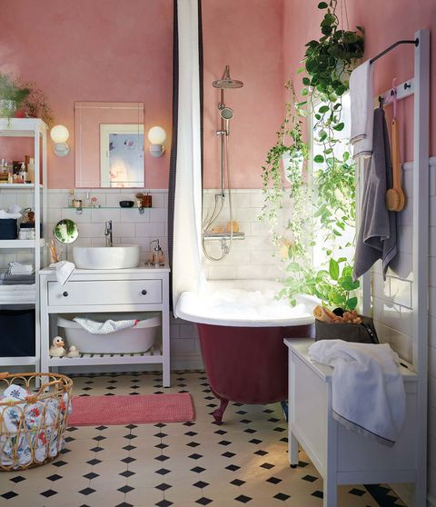 Baño de IKEA: bañera con patas