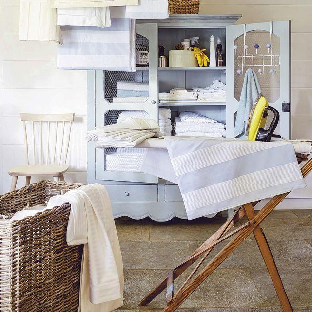 cuarto de plancha con armario para la ropa de casa