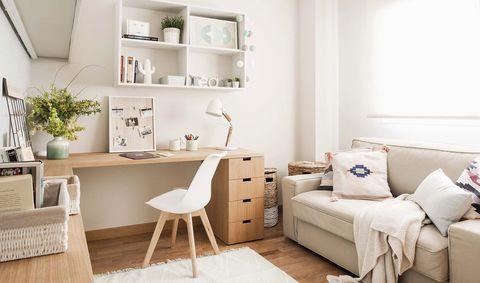 Un cuarto multiusos con escritorio y sofá cama - Antes y después