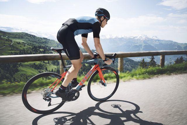 cube, attain, racefiets, fietsen onder 2000, bicycling