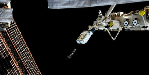 Satellite, Space station, Spacecraft, Outer space, space shuttle, Space, Vehicle,
