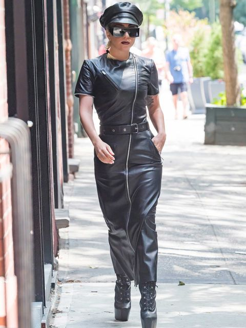 Estilo Lady Gaga: la cantante pasea por Nueva York en cueros