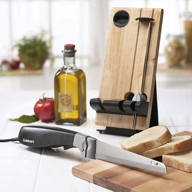 cuisinart electric knife on cutting board with sliced bread