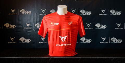 camiseta de la selección española de pádel, con cupra como cupra patrocinador oficial de la federación española de pádel