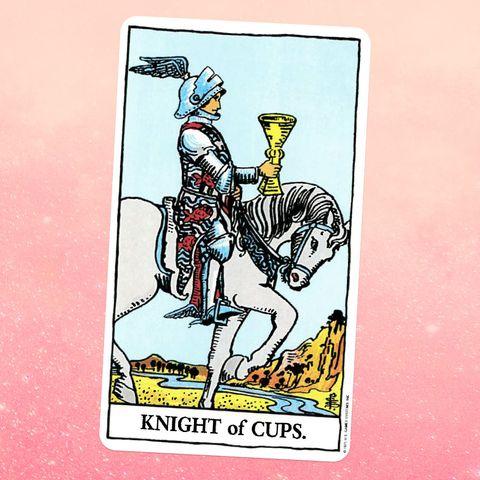 la carte de tarot le chevalier de coupes, montrant un chevalier à cheval, tenant un gobelet