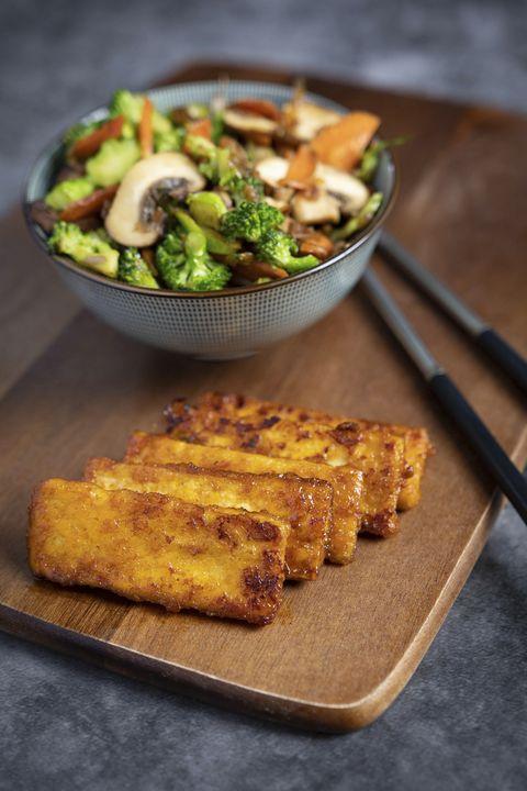 curry kokos tofu met wokgroente