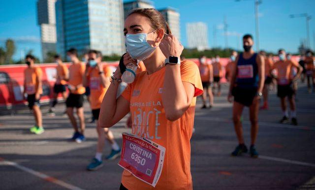 atletas preparados para correr la cursa de la mercé en el año 2020