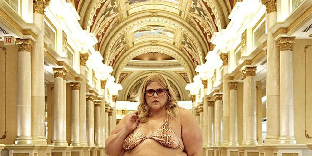 curve blogger told to cover up bikini