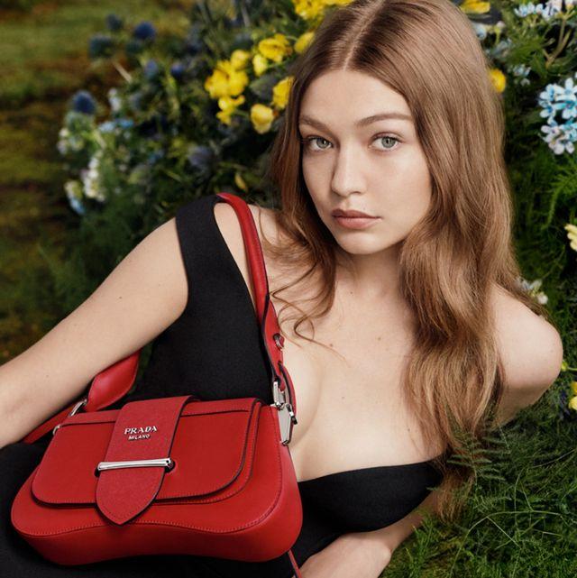 Red, Beauty, Blond, Lip, Fashion, Fashion accessory, Photography, Handbag, Headgear, Bag,