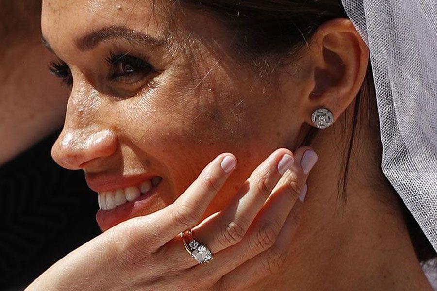 Meghan Markle梅根馬克爾,美髮造型,哈利大婚,婚禮髮型,低包頭,淡粉色指甲油,奧黛麗赫本,essie指甲油,beauty