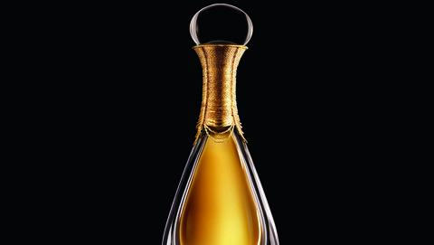 Perfume, Still life photography, Product, Glass bottle, Decanter, Liquid, Bottle,