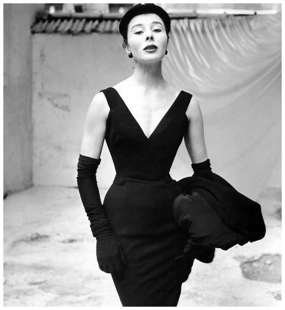 online store c2456 90b8d Charting Christian Dior's Most Iconic Looks Throughout the ...