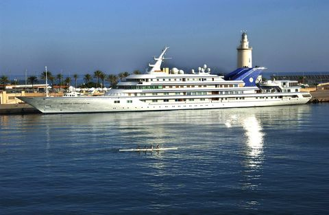 d3bcn1 dpa   the 120 m long luxury yacht called 'prince abdulaziz' of saudi arabia's king fahd lies in the harbour of malaga, spain, 4 october 2002