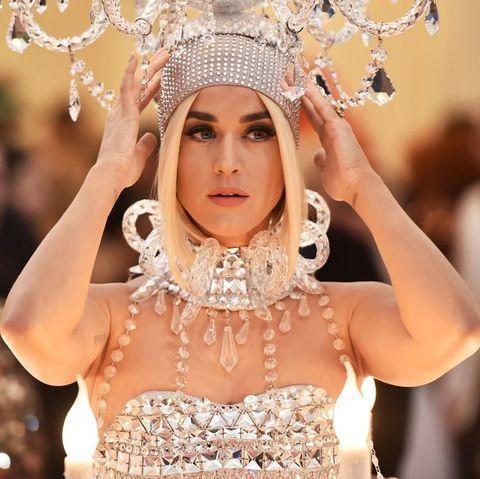 Beauty, Headpiece, Fashion, Jewellery, Crown, Fashion accessory, Headgear, Event, Hair accessory, Tradition,