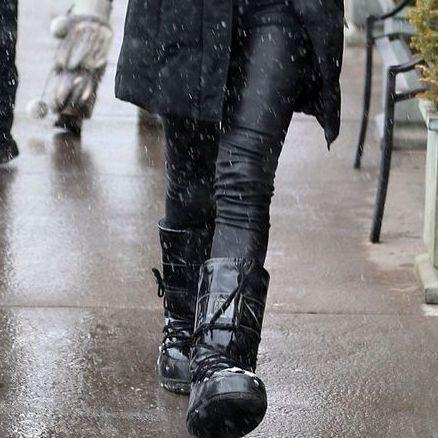 Fur, Clothing, Street fashion, Fur clothing, Fashion, Snapshot, Outerwear, Footwear, Jacket, Coat,