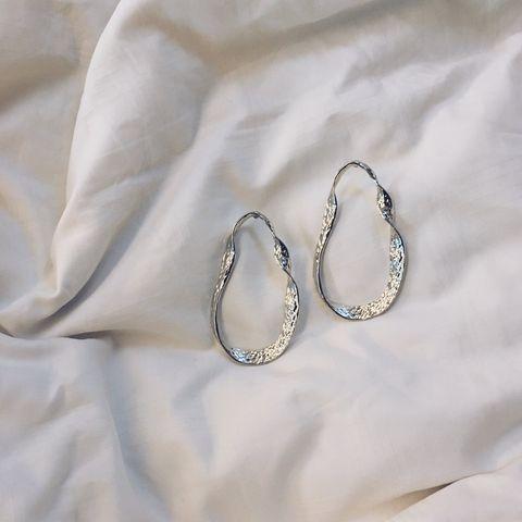 Body jewelry, Fashion accessory, Jewellery, Metal, Silver, Silver, Platinum, Wedding ceremony supply, Chain,