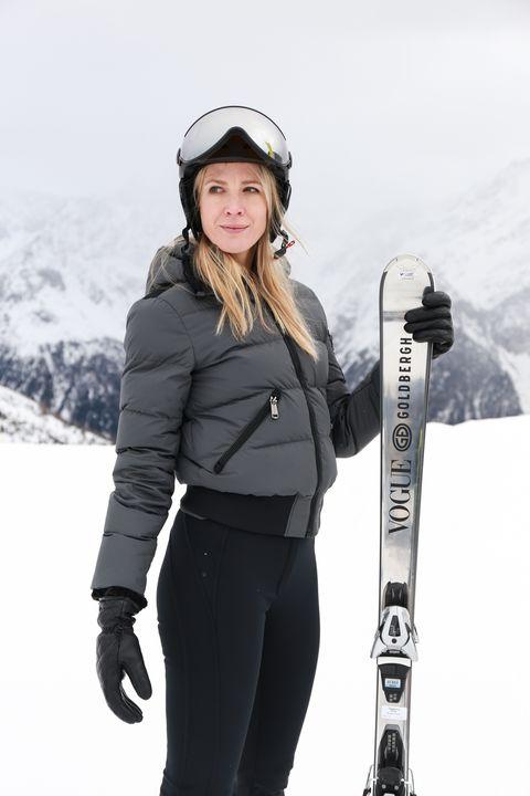 Snow, Ski, Ski binding, Ski pole, Ski Equipment, Winter sport, Sports equipment, Snowboard, Recreation, Skier,