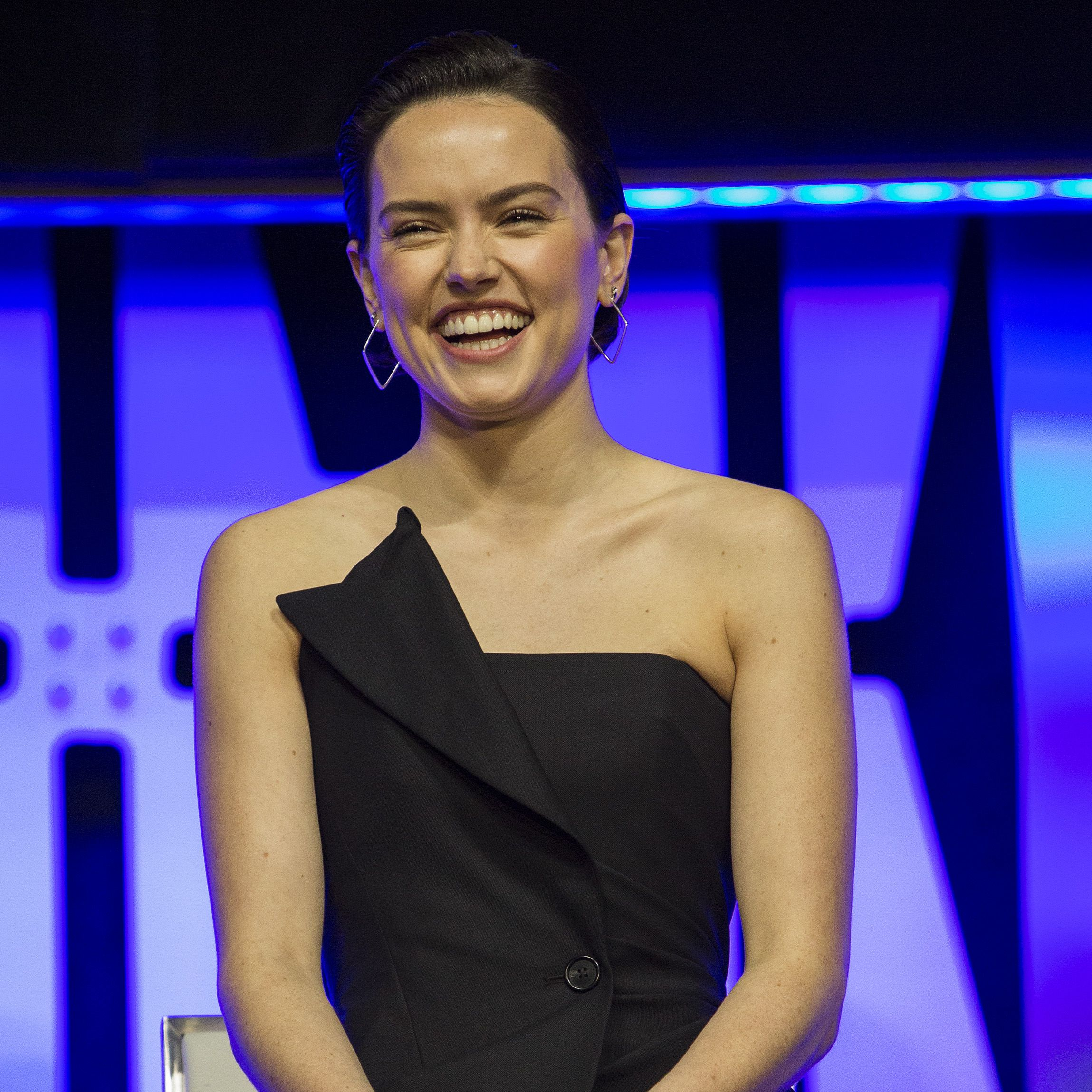 "Daisy Ridley Daisy shared on Instagram in 2016 in a post that's since been deleted that her struggle with endometriosis impacted her skin (and her self-esteem). Daisy said that her skin is ""the worst"" because of her condition."