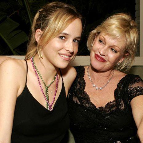 Dakota Johnson con la madre Melanie Griffith