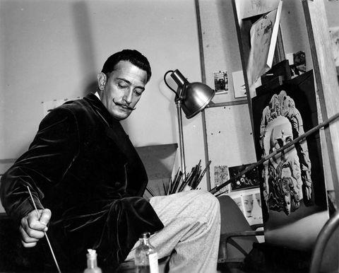 Salvador Dalí trabajando en el estudio de Walt Disney