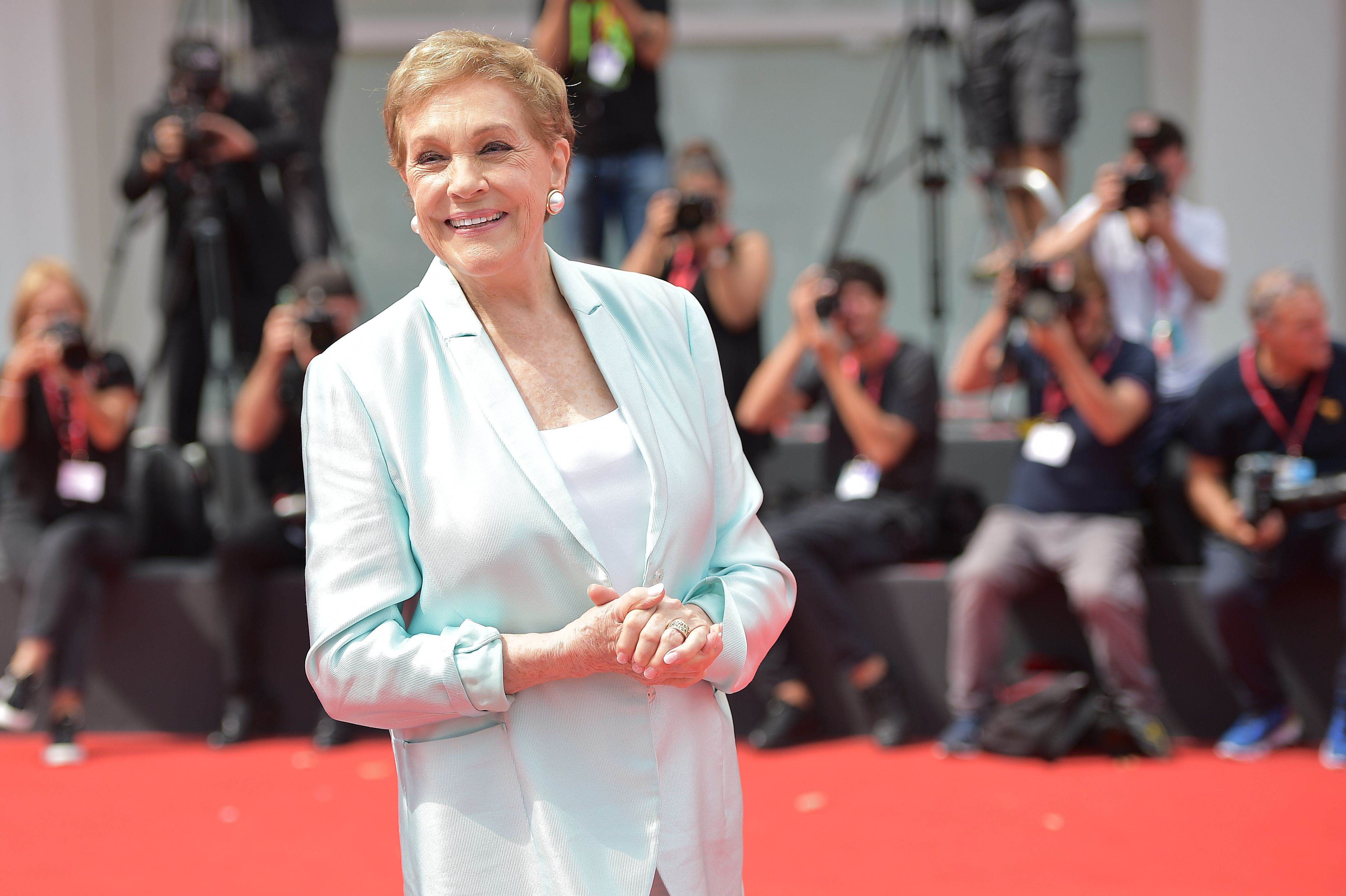 "Julie Andrews Explains Why a Famous Love Scene Made Her ""Legs Buckle"""