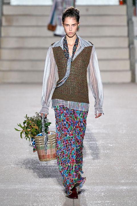 Sleeve, Textile, Style, Street fashion, Collar, Flowerpot, Fashion, Fashion show, Spring, Fashion model,