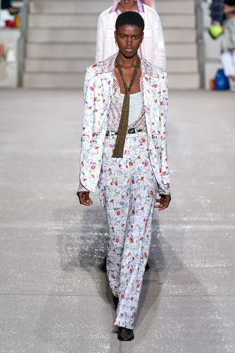 Fashion, Clothing, Runway, White, Fashion show, Street fashion, Fashion model, Outerwear, Pantsuit, Suit,