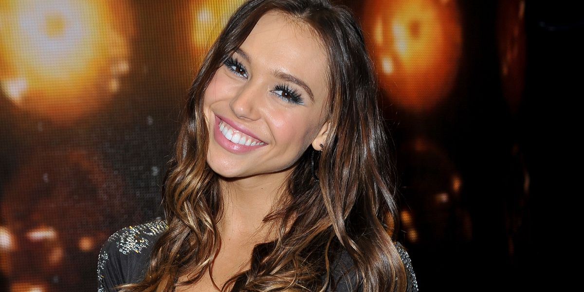 4 Things To Know About Alexis Ren S Past Before Tuning