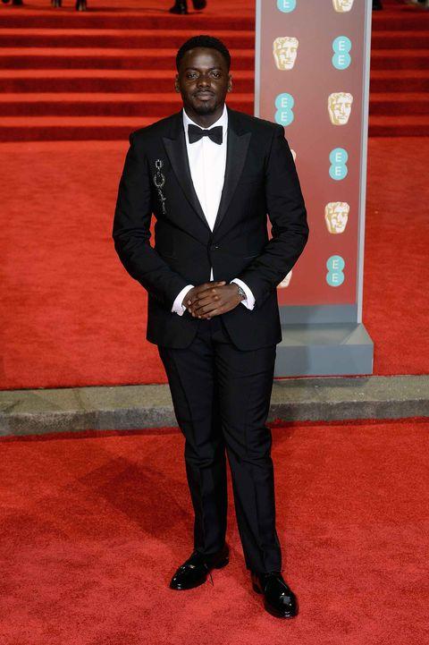 Suit, Red carpet, Formal wear, Carpet, Tuxedo, Flooring, Blazer, Event, Premiere,