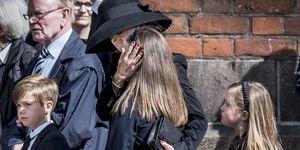 La familia real danesa acude al funeral de los hijos del dueño de ASOS