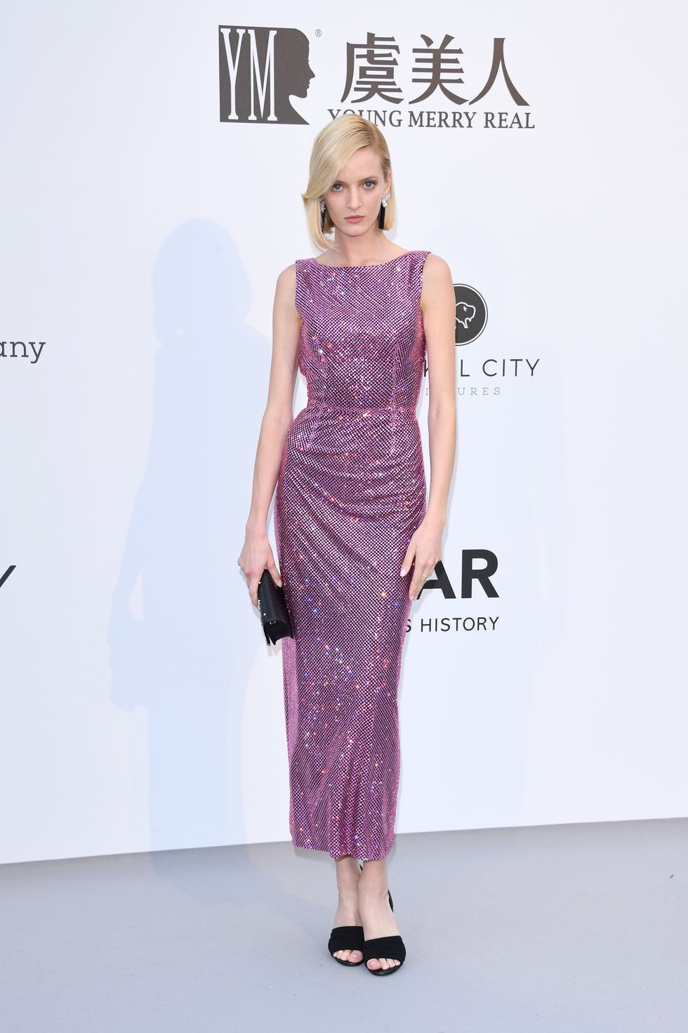 Daria Strokous In a sleeveless pink metallic column gown.